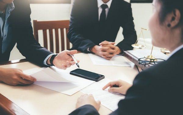 Spolehlivý právní servis je součástí našich realitních služeb a zároveň absolutní samozřejmostí